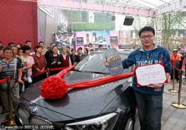 Китаец простоял 4 дня без движения чтобы получить новенькую BMW