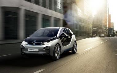 BMW выпустила серийный автомобиль на электрической тяге