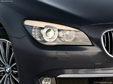 "Девушка на ""BMW"" украла колеса от внедорожника"